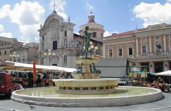 Piazza Aquila