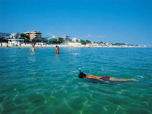 italiaanse kust adriatische zee